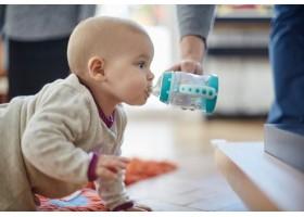 Η καταναλωση νερου στη βρεφικη ηλικια - Ολα οσα πρεπει να γνωριζουν οι γονεις!